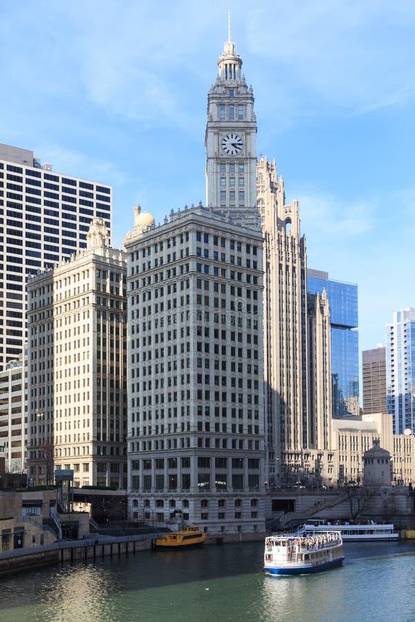 De Rivier van Chicago dient als leiding stock foto's