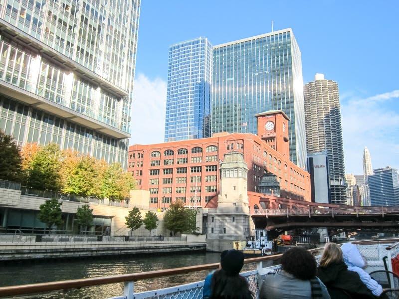 De Rivier van Chicago, Chicago is de stad van wolkenkrabbers De straten, de gebouwen en de aantrekkelijkheden van Chicago van de  royalty-vrije stock afbeeldingen