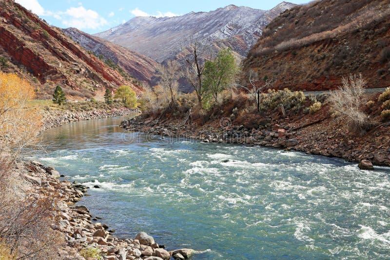 De Rivier van Colorado in Glenwood Springs stock foto