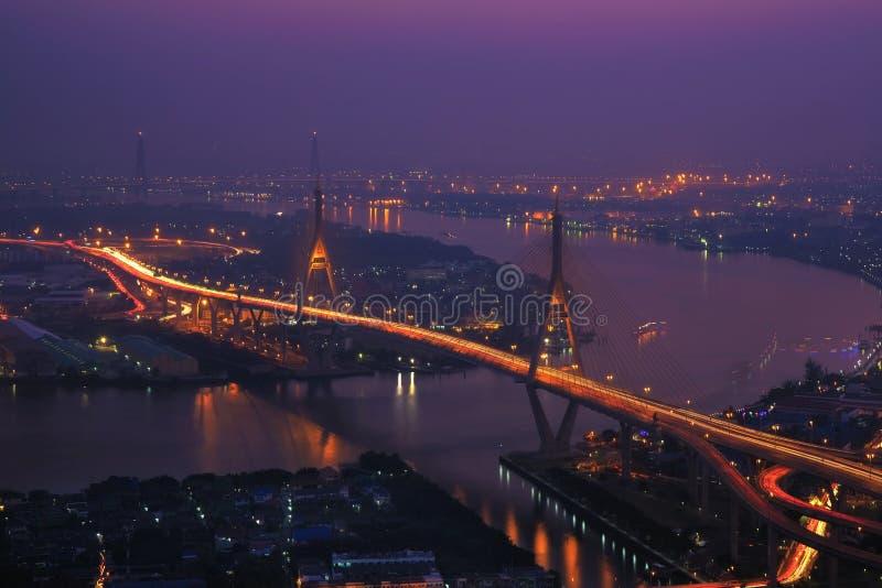 De rivier van de brugchoapraya van Thailand stock afbeeldingen