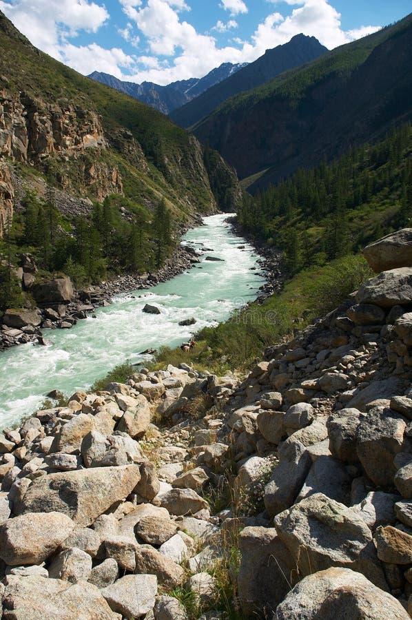 De rivier van de melk in de bergen royalty-vrije stock afbeeldingen