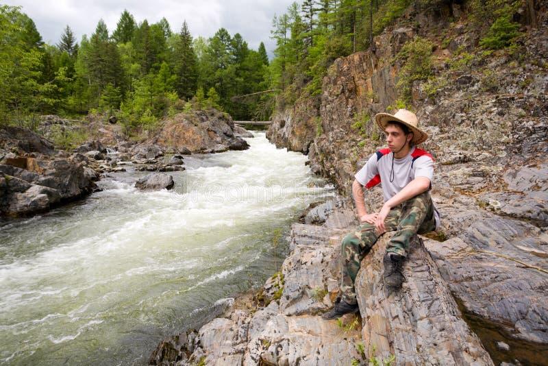 De rivier van de wandelaar & van de berg royalty-vrije stock afbeeldingen