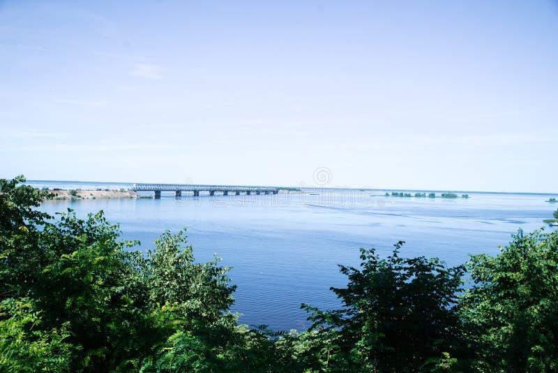 De rivier van Dniepr Op een de zomer zonnige dag Tcherkassy royalty-vrije stock fotografie