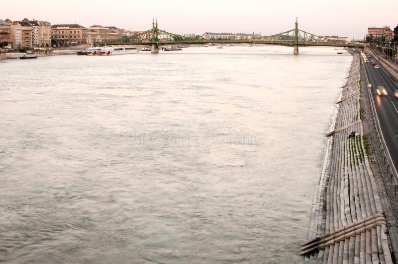 De Rivier van Donau bij Zonsondergang, Boedapest, Hongarije royalty-vrije stock afbeeldingen