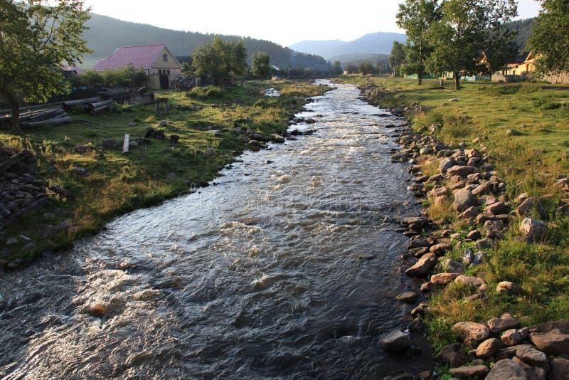 De rivier van het dorp royalty-vrije stock fotografie