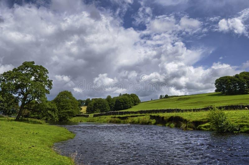 De rivier van het platteland stock foto