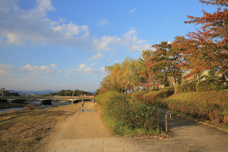 De Rivier van Kyoto, Japan - Kamo-townscape Ook genoemd geworden kamo-Gawa royalty-vrije stock foto