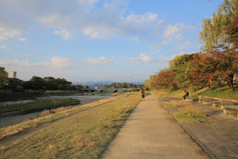 De Rivier van Kyoto, Japan - Kamo-townscape Ook genoemd geworden kamo-Gawa royalty-vrije stock foto's