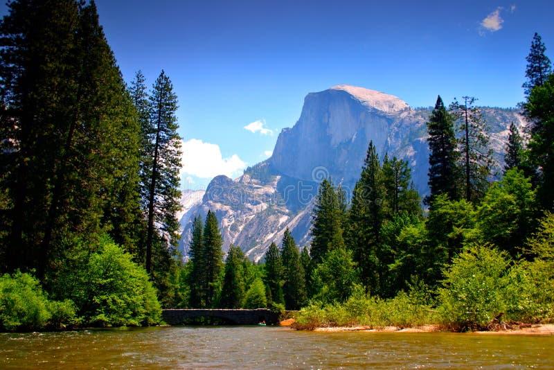 De Rivier van Merced, Nationaal Park Yosemite stock foto's