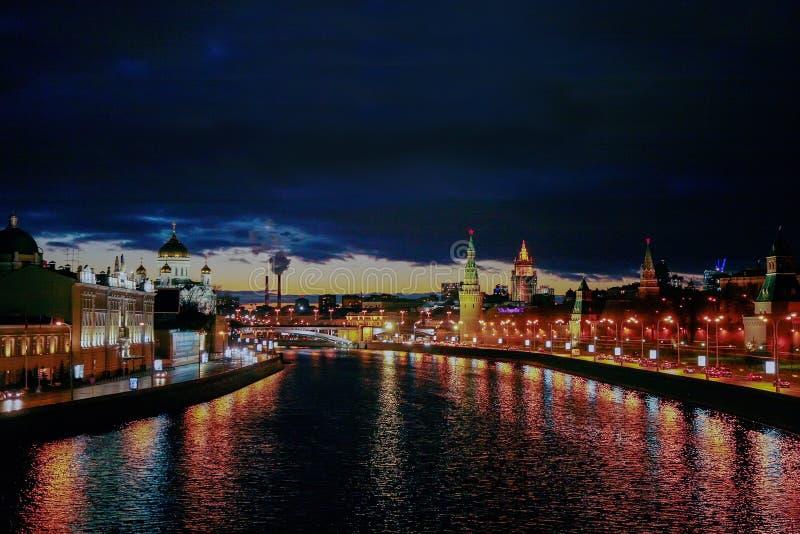 De Rivier van Moskou: rechterkant - het Kremlin stock afbeelding