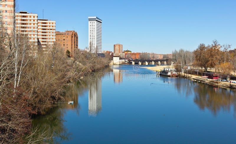 De Rivier van Pisuerga in Valladolid stock afbeelding