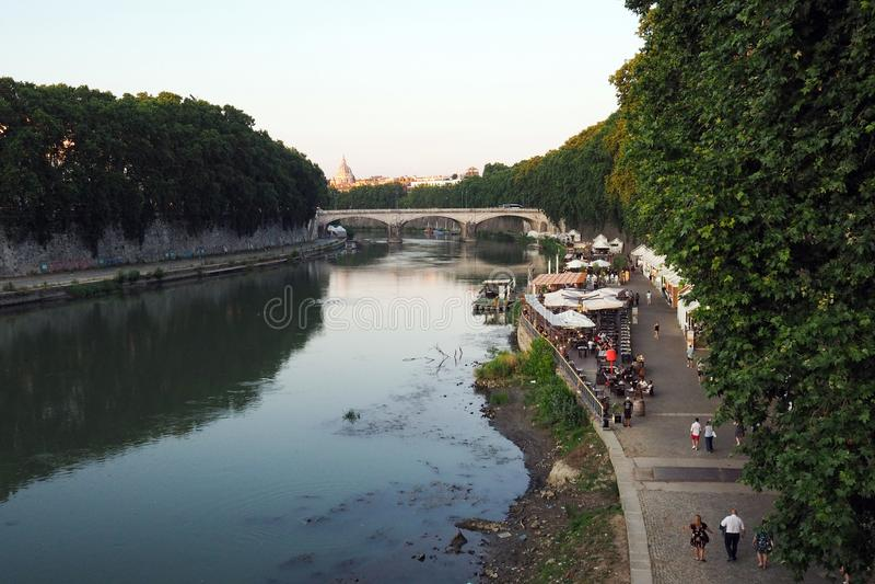 De rivier van Tiber in Rome, Itali? royalty-vrije stock fotografie