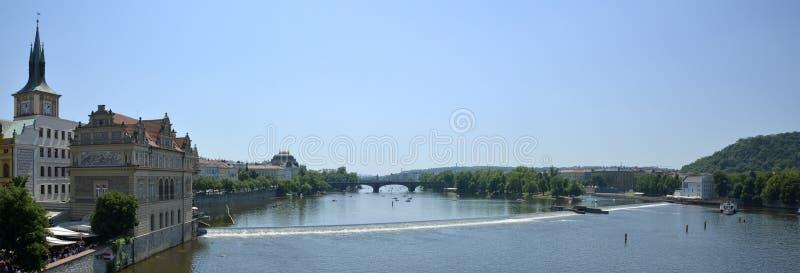 De Rivier van Vltava van Charles Bridge royalty-vrije stock fotografie