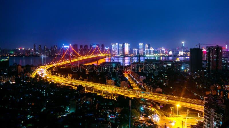 De Rivierbrug van Wuhanyingwuzhou Yangtze stock foto
