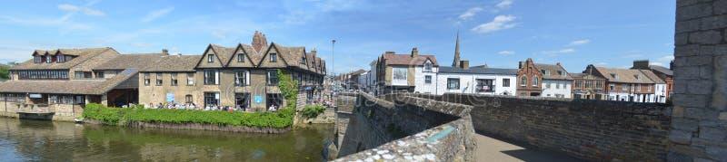 De rivierkant bij St Ives Cambridgeshire stock foto's