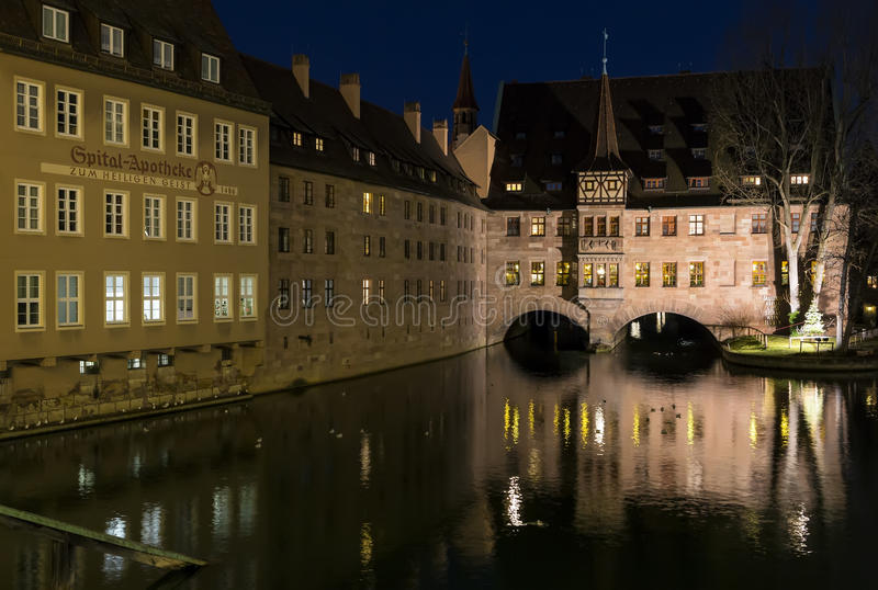 De rivieroever van Pegnitz-rivier in de stad van Nuremberg, Duitsland stock fotografie