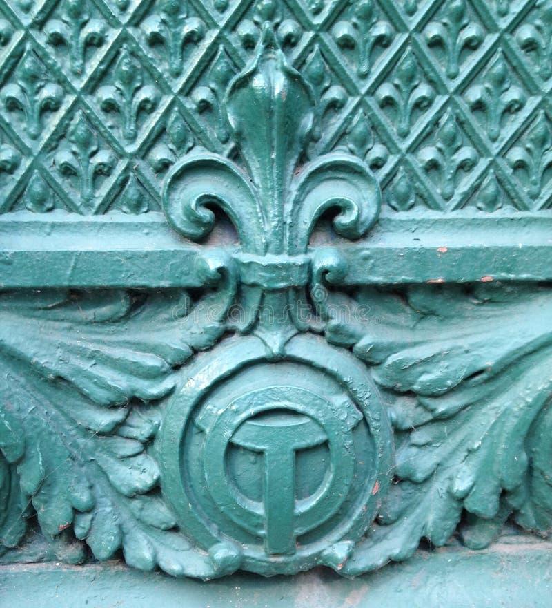 De riviersymbool van Chicago en fleur DE lis architecturaal detail royalty-vrije stock foto
