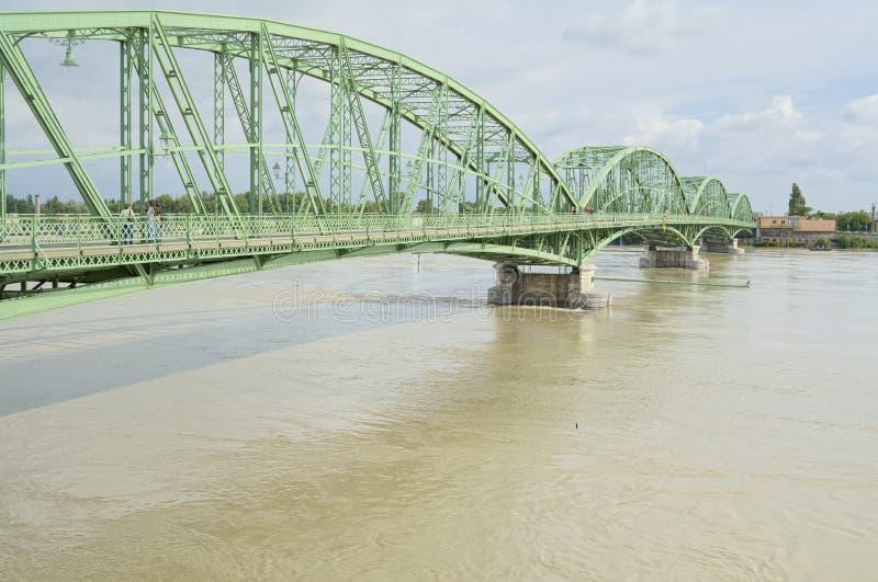 De Riviervloed van Donau in Stad van Komarom, Hongarije, 5 juni 2013 royalty-vrije stock foto