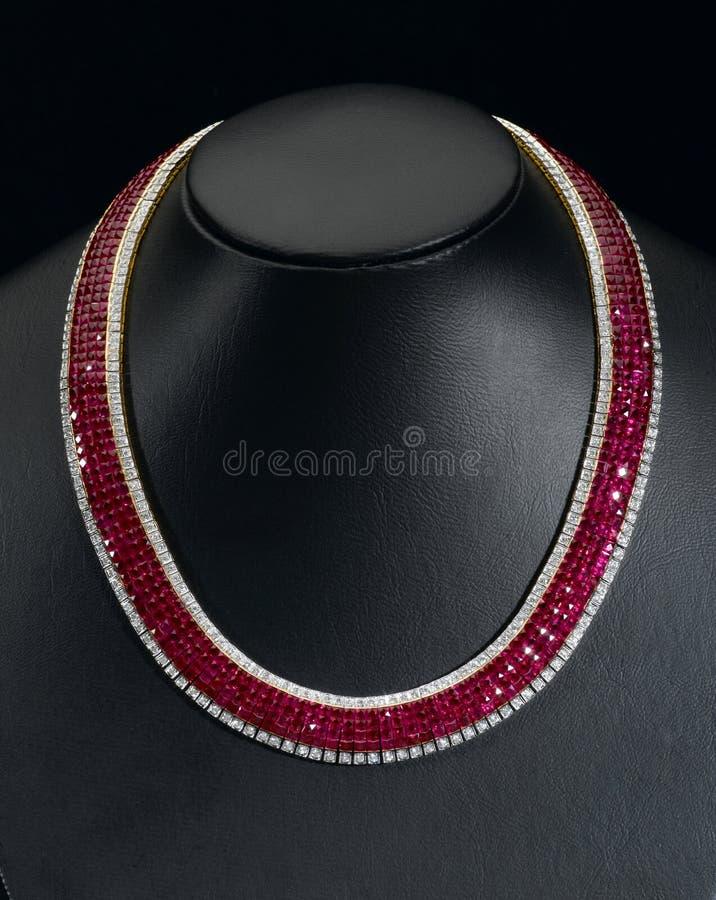 De robijnrode halsband van Siam stock afbeelding