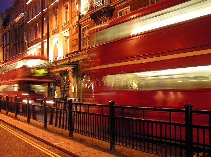 De Rode bus van Londen op Piccadilly stock fotografie