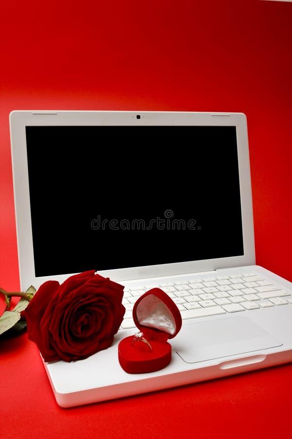 De rode computer, nam, ring toe stock fotografie