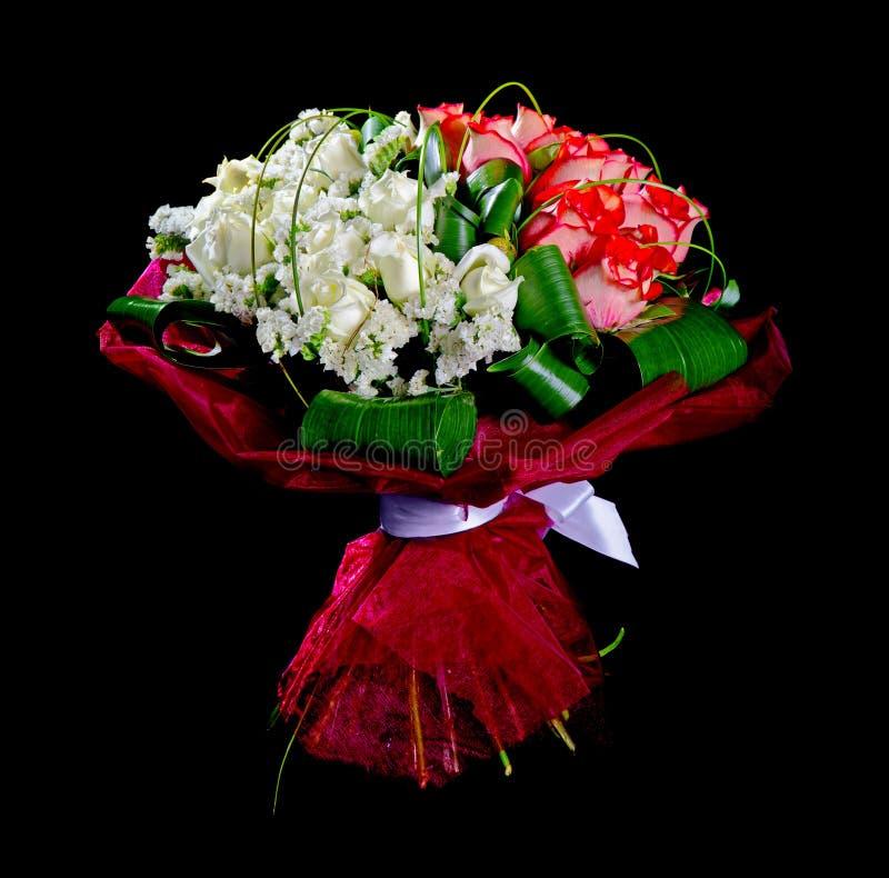 De rode en witte rozen van het boeket stock foto's