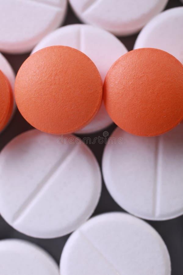 De rode en witte stapel van pillencapsules royalty-vrije stock fotografie