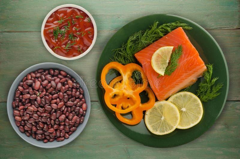 Download De Rode Filets Van De Vissenforel Op Een Plaat Stock Foto - Afbeelding bestaande uit geroosterd, kruid: 114226946
