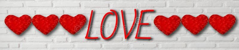 De rode harten en de tekst houden van op witte bakstenen muurachtergrond voor de Dag van Valentine, banner horizontaal voor Web e vector illustratie