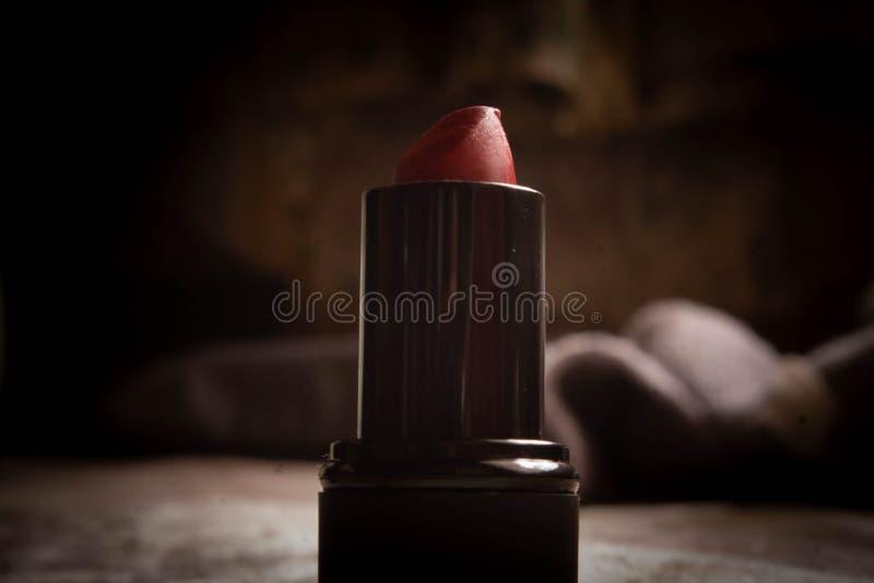 De rode kleur van de lippenstiftschaduw voor achtergrond stock foto