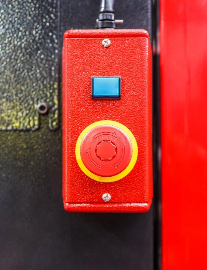 De rode knoop van de Noodsituatieschakelaar royalty-vrije stock afbeeldingen