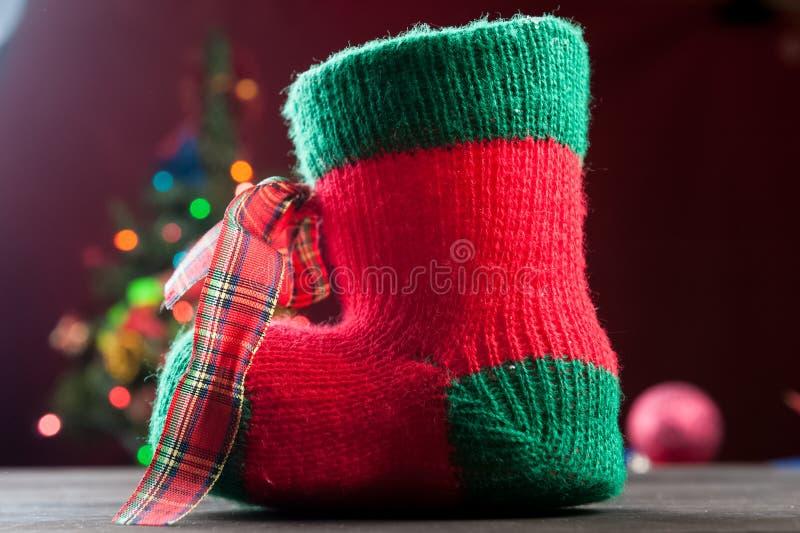 De rode kous van Kerstmis stock foto's