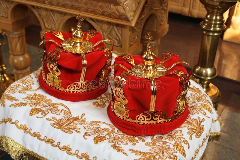 De rode kronen van het huwelijk royalty-vrije stock foto's