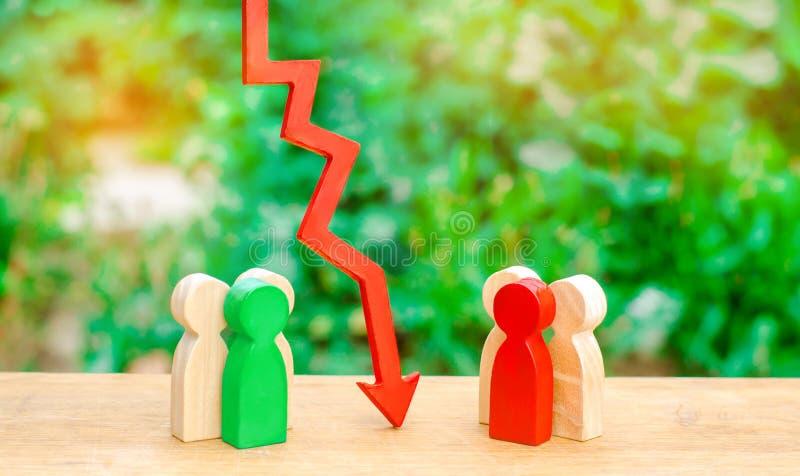 De rode pijl scheidt twee oppositiegroepen mensen Het concept een barrière tussen mensen, een conflictsituatie Een overeenkomst stock foto