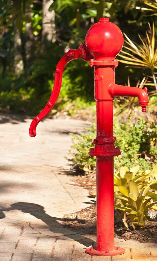 De rode pomp van de waterhand stock foto's