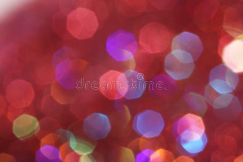 De rode, roze, witte, gele en turkooise zachte lichten vatten achtergrond samen - donkere kleuren stock foto's
