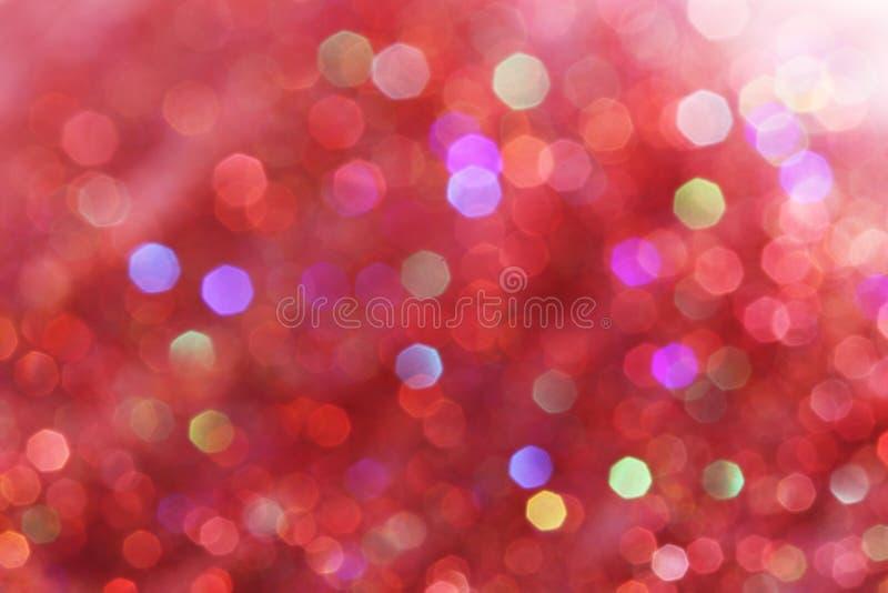 De rode, roze, witte, gele en turkooise zachte lichten vatten achtergrond samen - donkere kleuren stock afbeelding