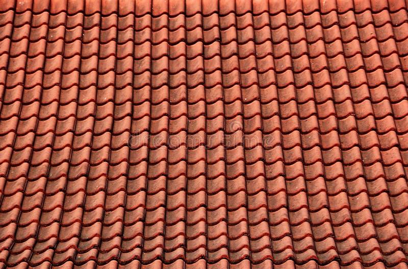 De rode tegels van het tempeldak stock foto