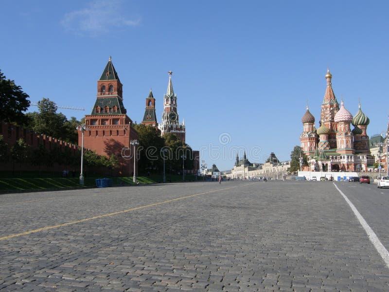 De rode Vierkant en Kathedraal van het Basilicum van Heilige, Moskou stock afbeelding