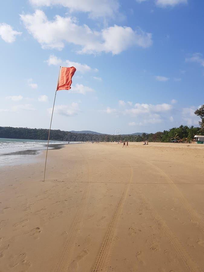 De Rode Vlag van Goa van het Agondastrand voor het Levenswachten royalty-vrije stock fotografie