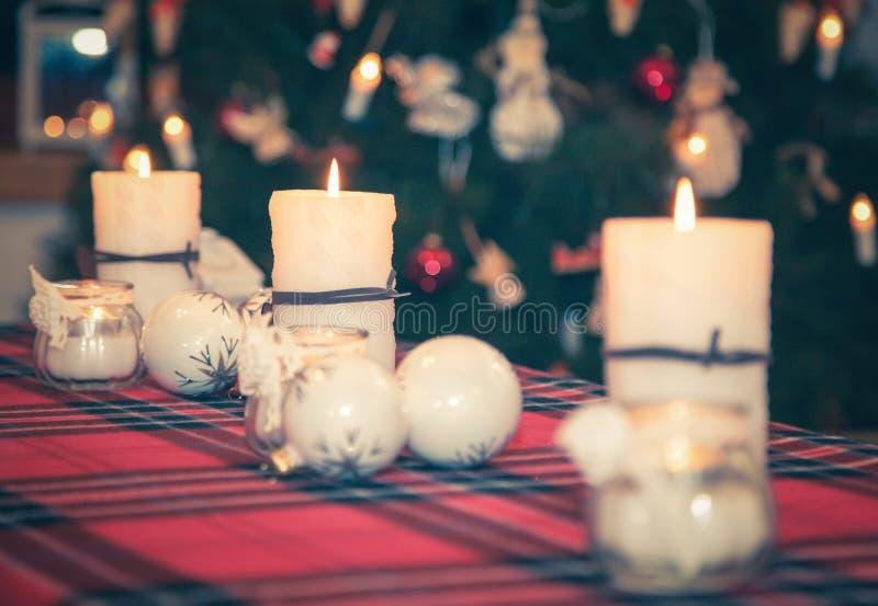 De rode Vlam van Kerstmis van Kaarsen stock fotografie