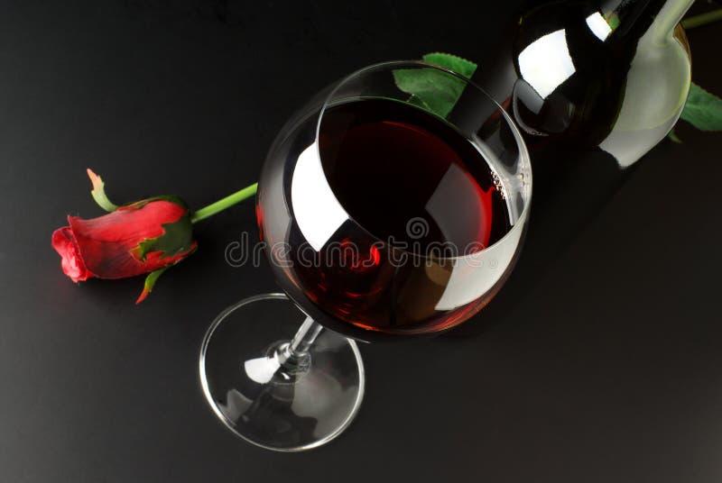 De rode wijn en nam toe royalty-vrije stock afbeelding