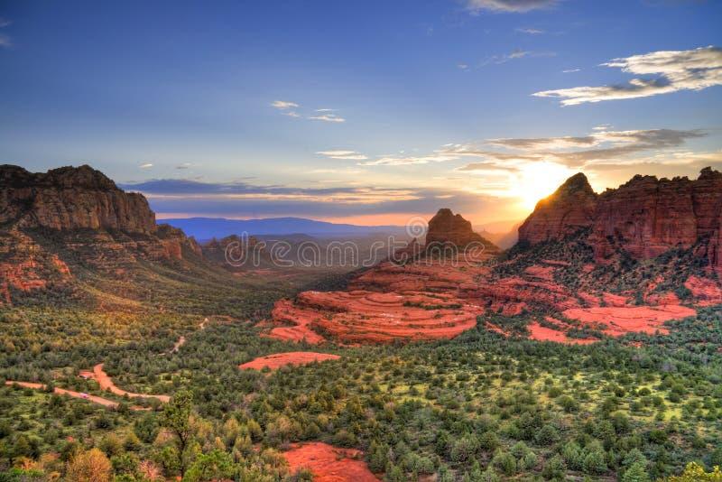 De rode zonsondergang van Rotsen stock afbeeldingen