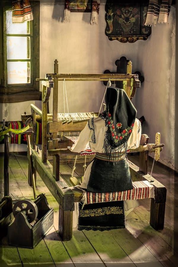 De Roemeense machine van het oude dag houten weefgetouw royalty-vrije stock afbeelding