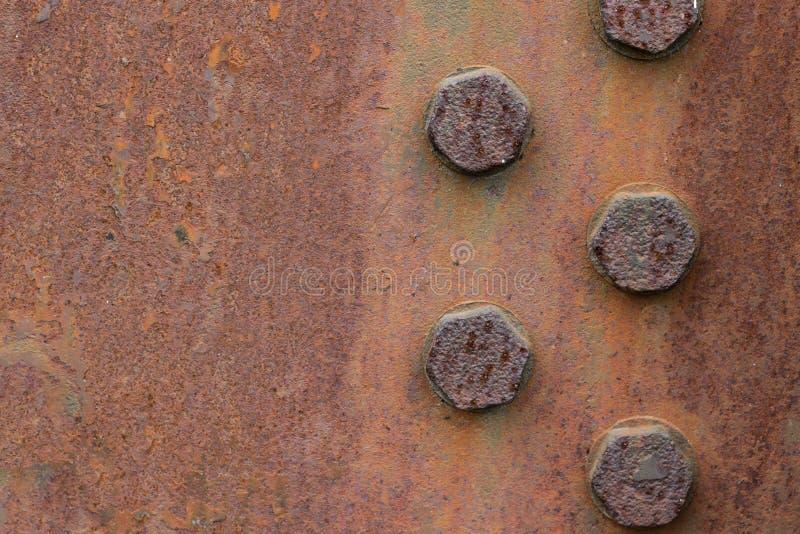 De roestige textuur van de metaalplaat met bouten De ruimte van het exemplaar royalty-vrije stock fotografie