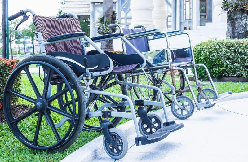 De rolstoelen voor de gehandicapten en de bejaarden zijn beschikbaar in Wat Nong Kum royalty-vrije stock foto