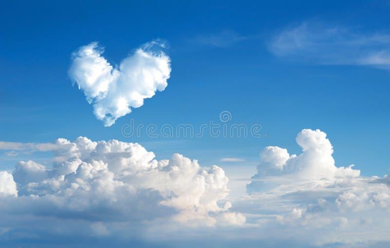 de romantische abstracte blauwe hemel van de Hartwolk en backgrou van de wolkenaard royalty-vrije stock afbeeldingen