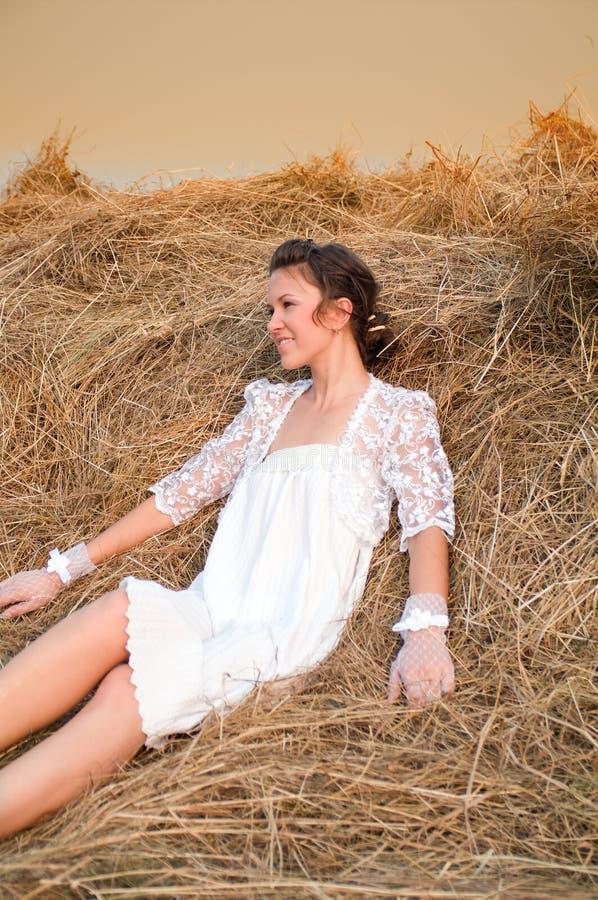 De romantische bruid van het land stock foto