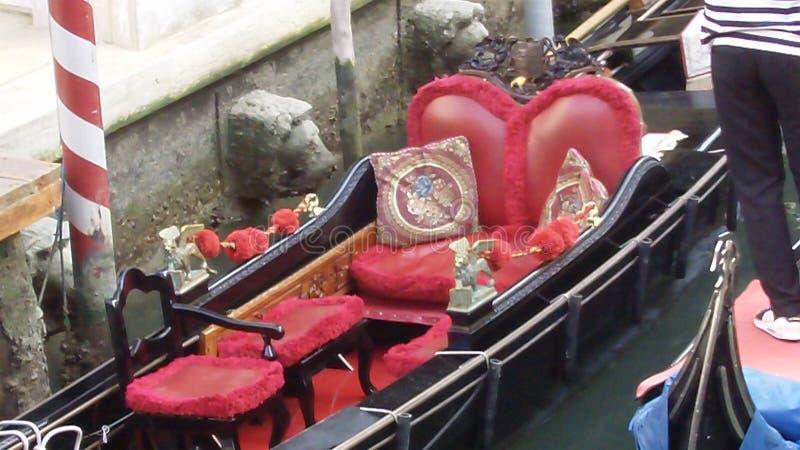 De romantiska gondolerna av Venedig Italien royaltyfria bilder