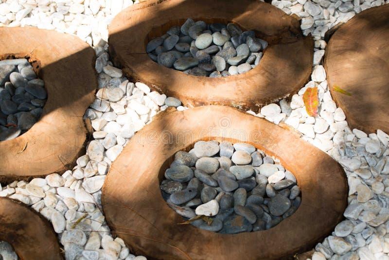 De ronde bruine houten weg, de achtergrond en de textuur van de stompoppervlakte stock afbeeldingen